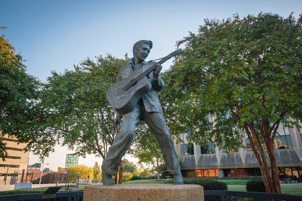 Memphis Elvis statue