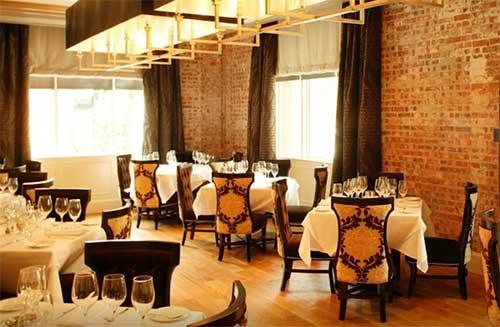 Brennan's of Houston dining room